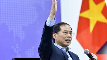 Bộ trưởng Bộ Ngoại giao đối thoại với sinh viên, cán bộ ngoại giao trẻ