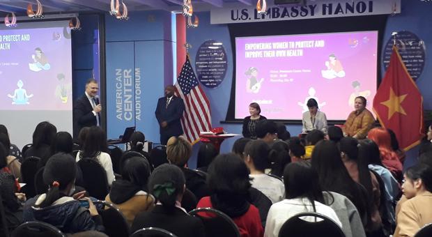 Trò chuyện với Đại sứ Hoa Kỳ tại Việt Nam về chủ đề Trao quyền cho phụ nữ để bảo vệ và cải thiện sức khỏe của chính họ