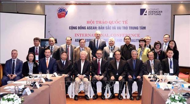 """Hội thảo """"Cộng đồng Asean: Bản sắc và vai trò trung tâm"""""""
