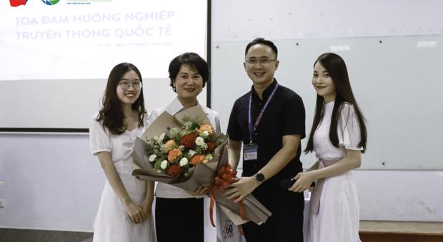 Toạ đàm hướng nghiệp ngành Truyền thông Quốc tế cùng Nhà báo Nguyễn Thu Hà