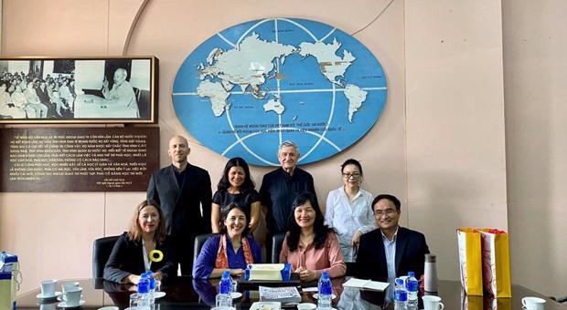 Quyền Giám đốc Phạm Lan Dung tiếp Đại sứ Tây Ban Nha