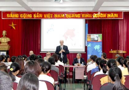 Đại sứ EU, Đại sứ Bỉ nói chuyện với sinh viên Học viện Ngoại giao