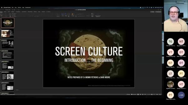 Sinh viên truyền thông hệ Chất lượng cao học Nghệ thuật điện ảnh với giảng viên Australia